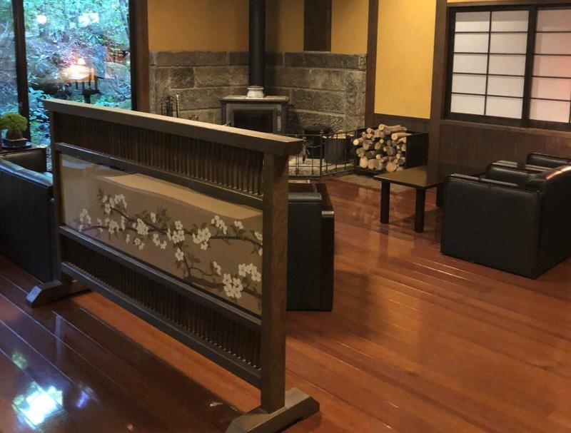 Das Foyer des Okunoyu Ryokan ist traditionell gestaltet.