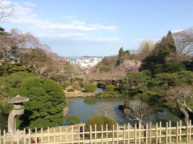 Der Garten des Shiogama Schreins in Miyagi.