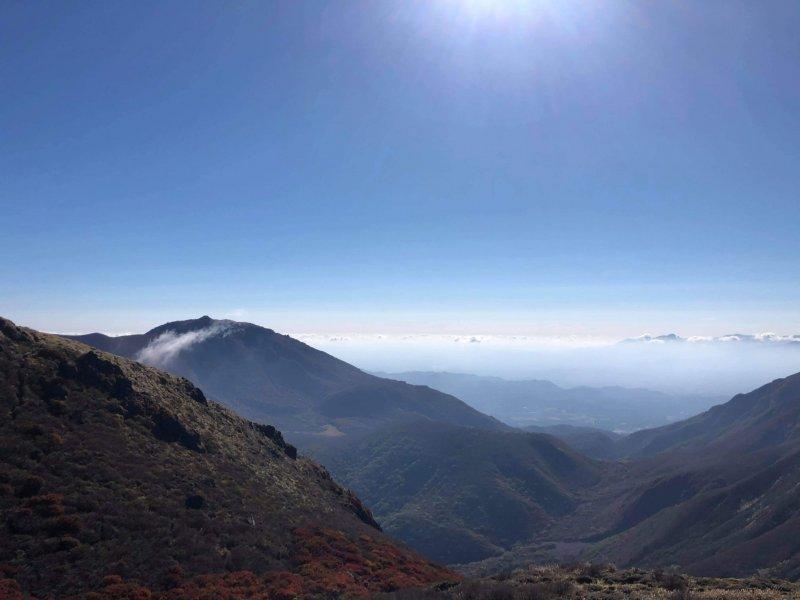 Der Ausblick vom Gipfel des Mimata belohnt nach dem Wandern.
