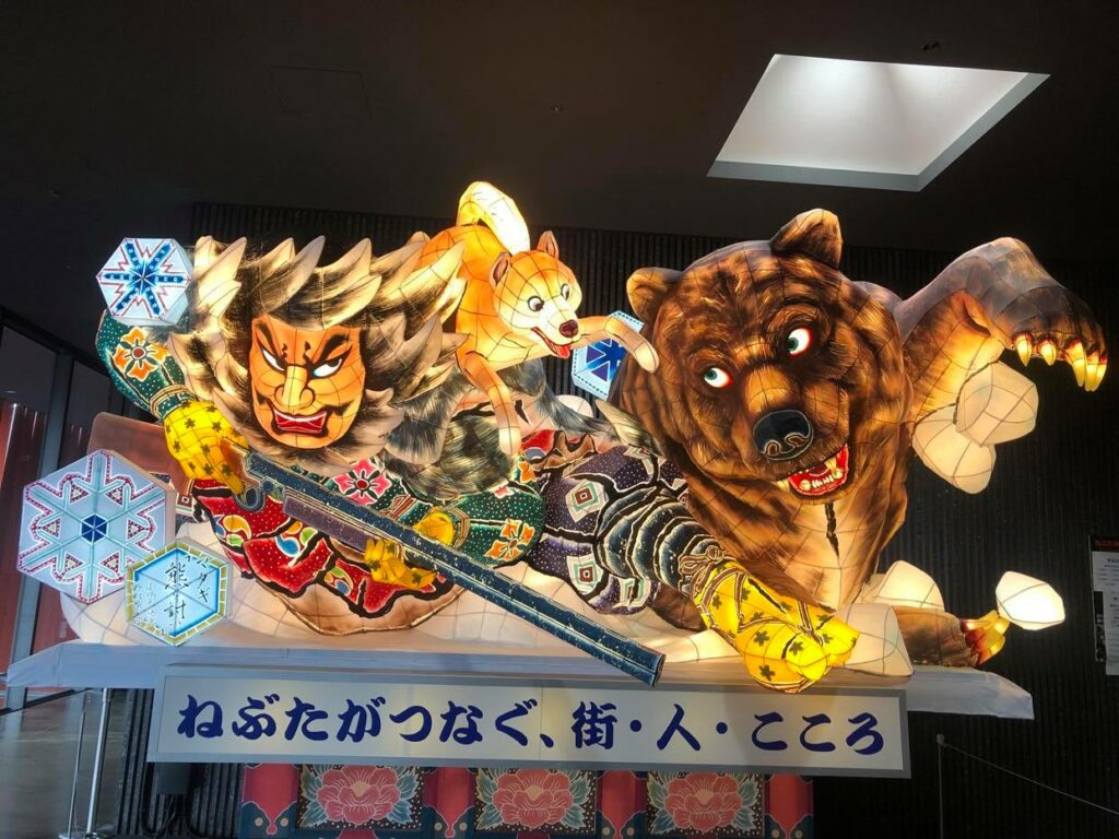 Im Nebuta Museum Warase (Aomori Stadt) kann man die Festwägen das ganze Jahr über bewundern.