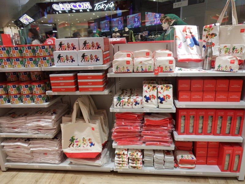 Wer auf der Suche nach Merchandise ist, findet im Nintendo Shop eine riesige Auswahl.