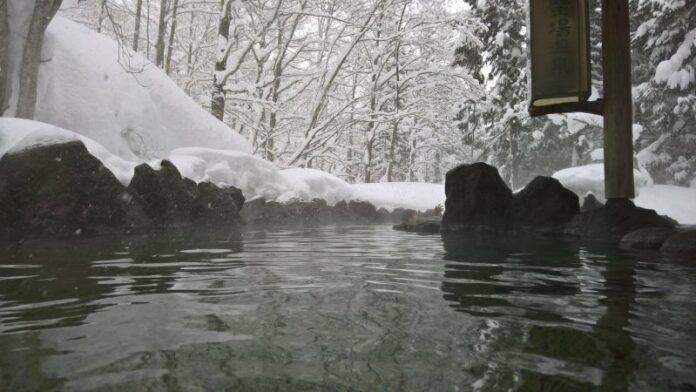 Das heiße Wasser von Ganiba Onsen soll mitunter gut für die Haut sein.
