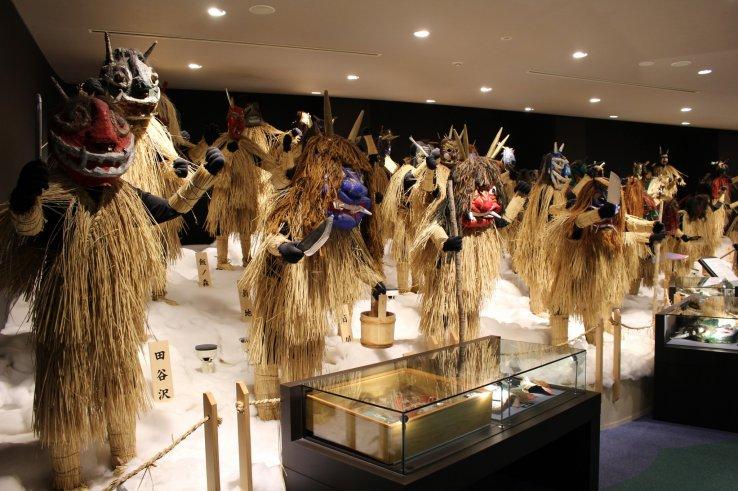 Kostüme im Oga Namahage Museum in Akita.