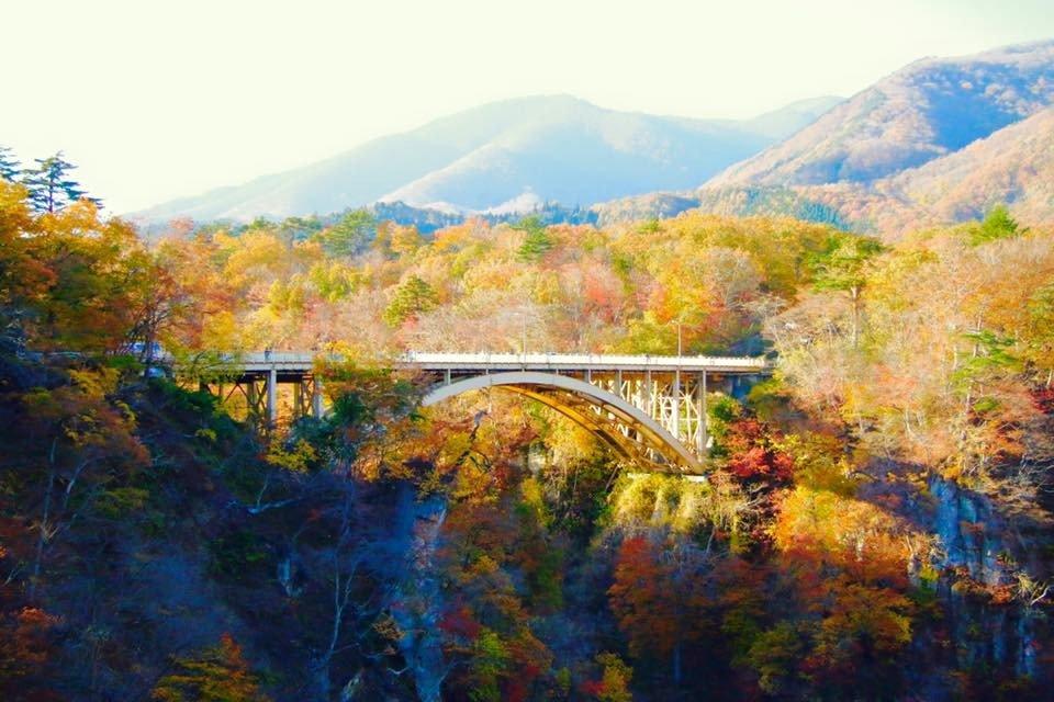 Naruko Onsen im Herbst zeigt die schöne Natur Miyagis.