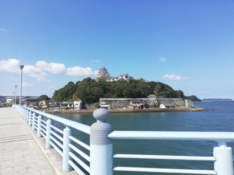 Nicht weit entfernt vom Café Tea & Space Kikouan befindet sich die Burg Karatsu.