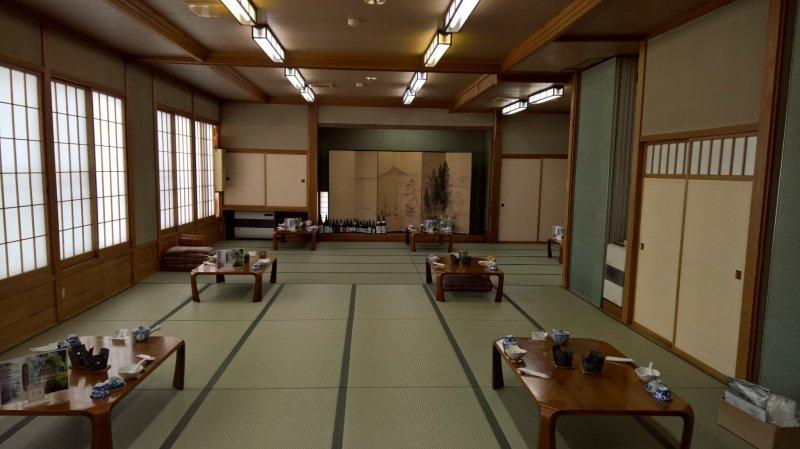 Der Speisesaal von Ganiba Onsen - klassisch japanisch.