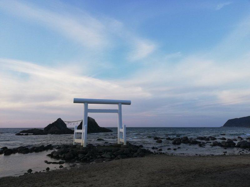Auch nach Sonnenuntergang ist der Strand in Futamigaura sehenswert.
