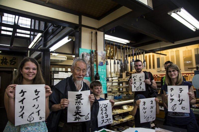 Ein Erinnerungsfoto auf einer von Joe Okadas Samurai Touren.