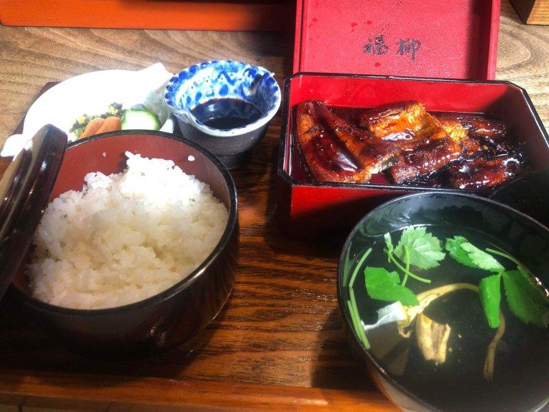 Die Spezialität Yanagawas: gegrillter Aal