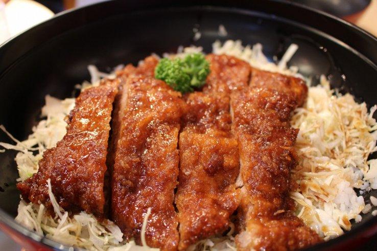 Tonkatsu, paniertes Schweinefleisch - eine Spezialität der Präfektur Fukushima.