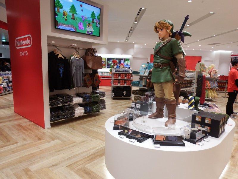 Link bewacht den Eingang des Nintendo Shops.