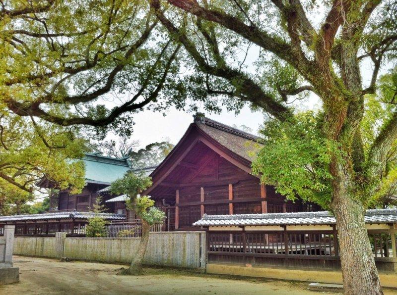 Der Bekku Oyamazumi Schrein bietet ein besonderes Ambiente in Ehime.