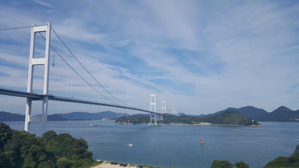 Die Kurushima-Kaikyo Brücke verbindet das japanische Festland mit Ehime.