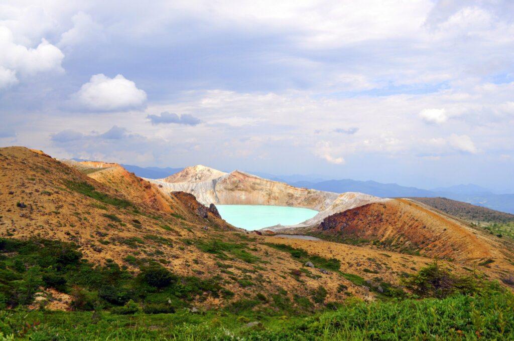 Der Blick auf den Vulkankrater ist eine der beeindruckendsten Aussichten in Gunma.