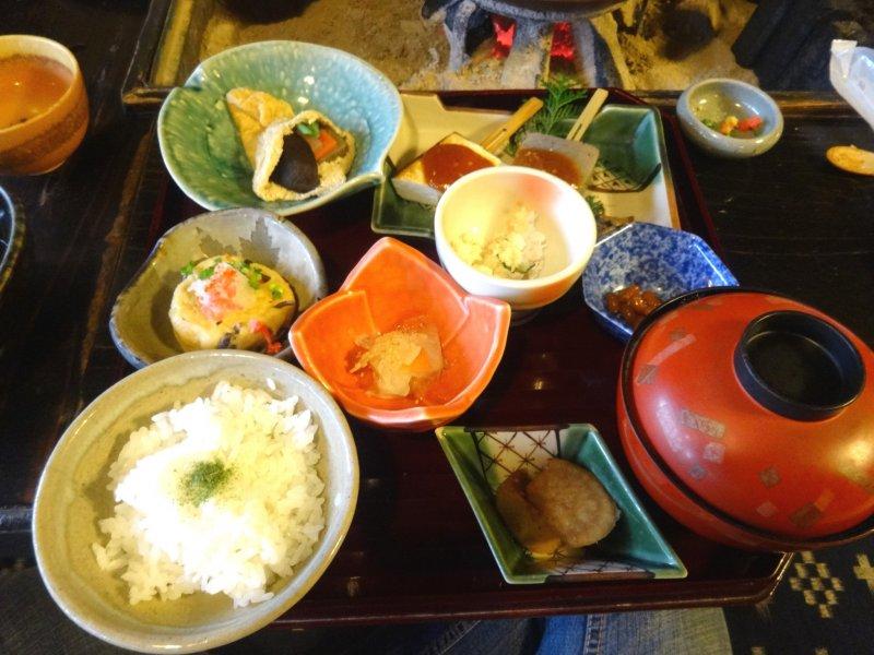 Es werden verschiedene Tofu Sets angeboten.