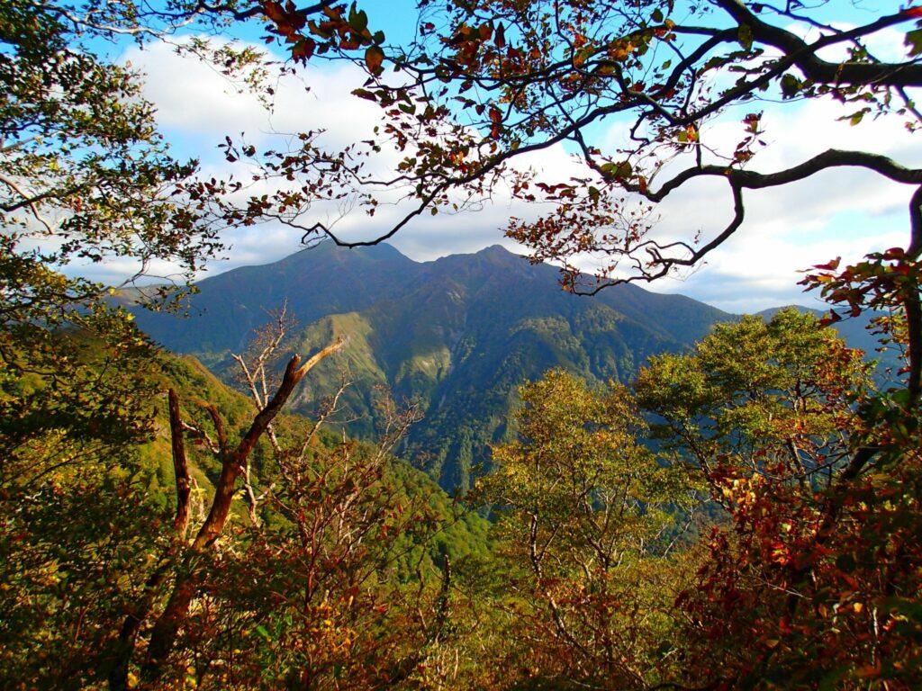 Die Aussicht auf Gunmas Natur ist gerade im Herbst beeindruckend.