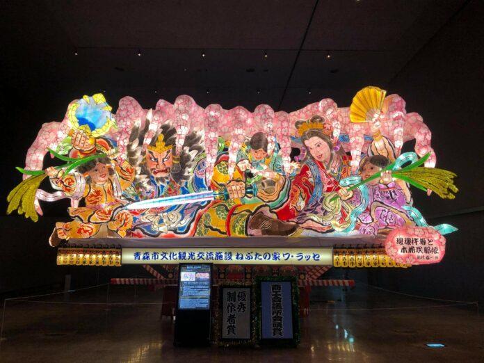 Das Nebuta Matsuri in Aomori beeindruckt mit riesigen Laternen.
