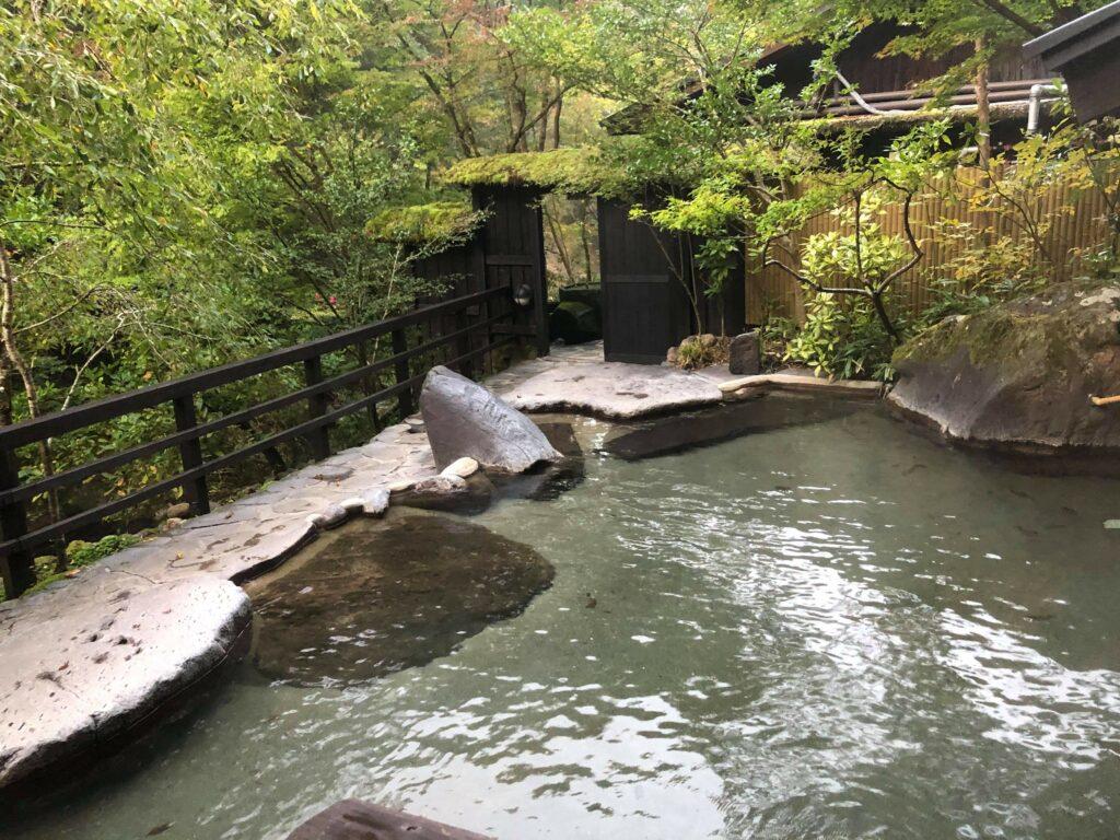 Naturbelassene Onsen findet man in vielen Spa Orten in Japan.