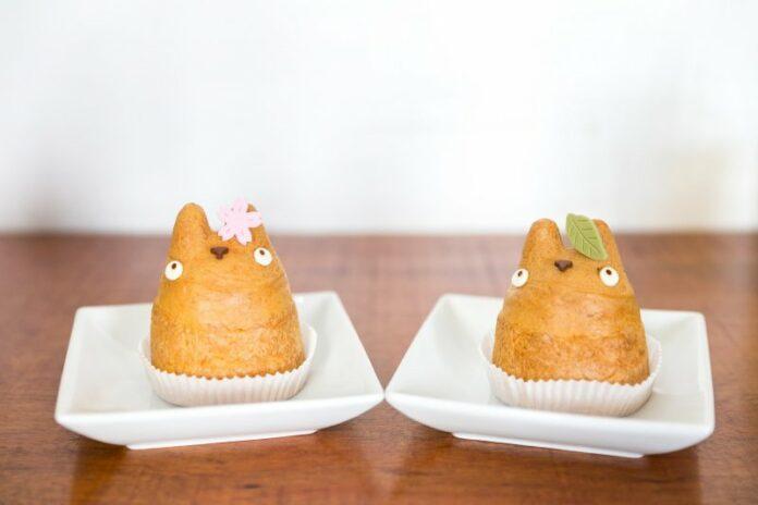 Die Totoro Windbeutel kommen in verschiedenen Designs und Geschmacksrichtungen.