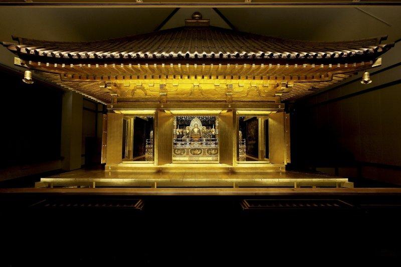 Das Innere des Chusonji Tempels in Hiraizumi, Iwate.