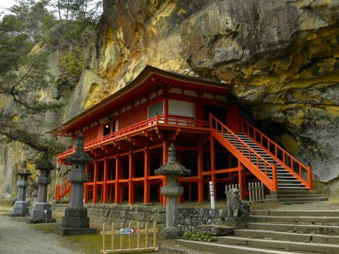 Der Takkoku no Iwaya Tempel in der Präfektur Iwate.
