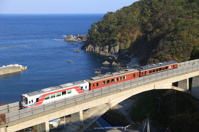Eine Fahrt mit der Sanriku Bahn bietet tolle Aussichten auf die Küste.