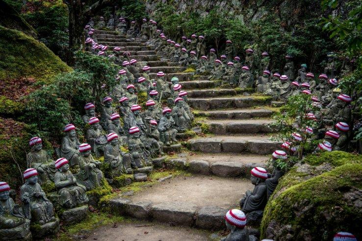 Buddha Figuren im Daisho-in Tempel.