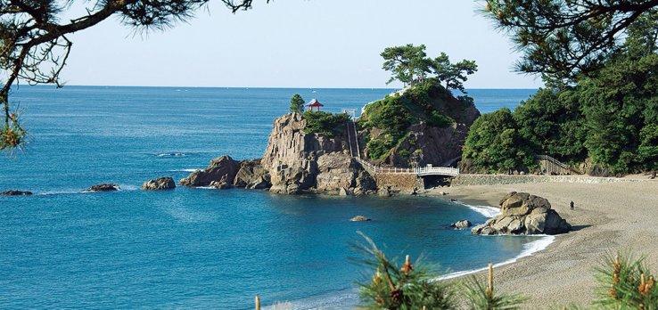 Der Katsurahama Strand bietet eine Auszeit am Meer.