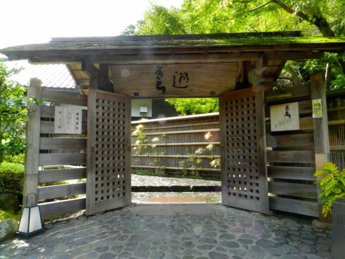 Der Eingang zu Tenzan Onsen in Hakone Yumoto.