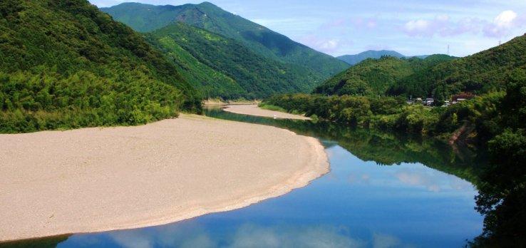 Die unberührte Schönheit des Shimanto Flusses.