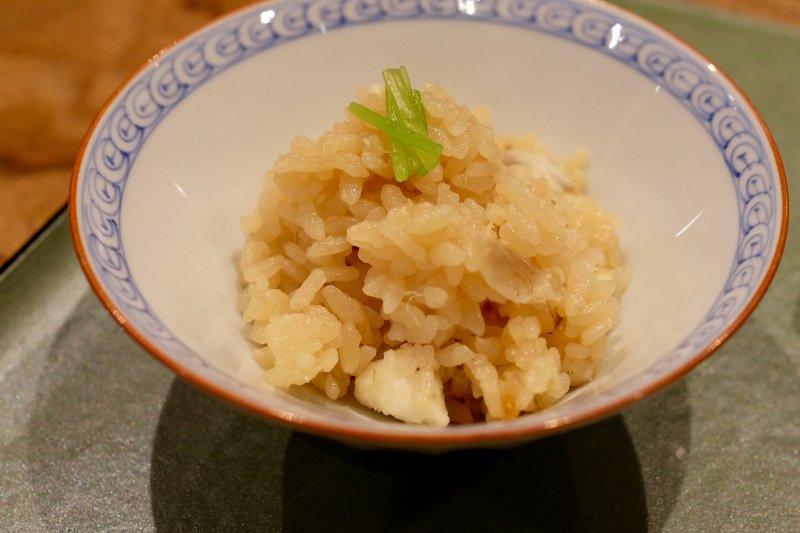 Tai meshi, Seebrasse auf einem Bett auf Reis in Ehime.