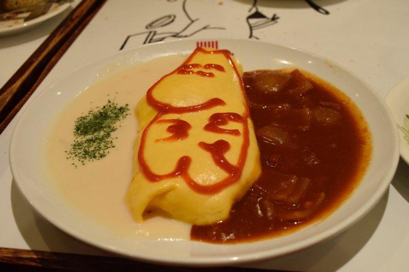 Omuraisu (mit Reis gefülltes Omlett) im Mumin-Stil.