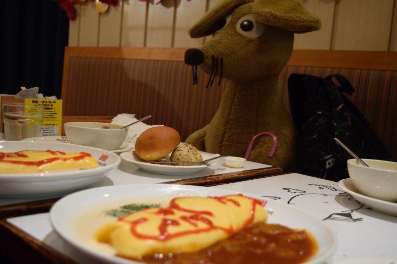 Sniff leistet dir beim Besuch im Mumin Cafe Gesellschaft.