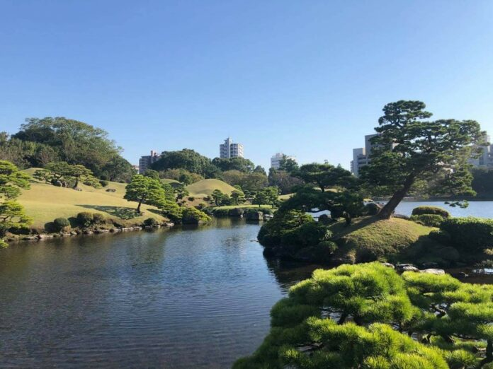 Der Suizenji Park. ist eine Oase in der Großstadt Kumamoto.