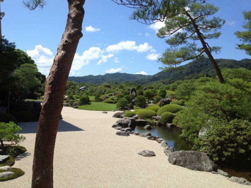 Der Park des Adachi Kunstmuseums in Shimane.