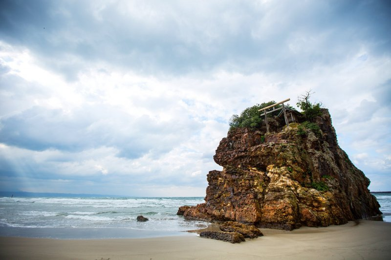 Der malerische Inasanohama Strand.