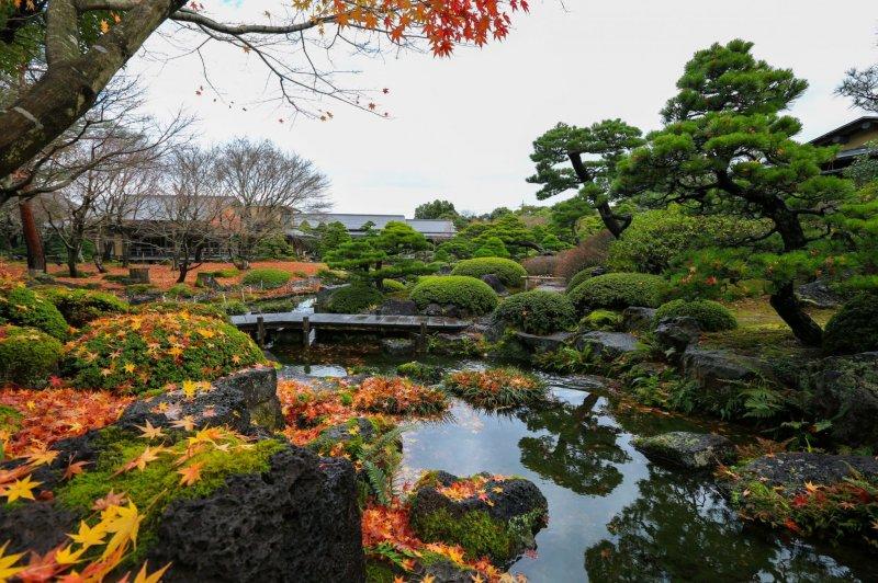 Der Yuushien Garten im Herbst.