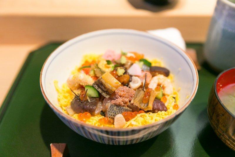 Okayama barazushi gehört ebenfalls zur Chugoku Küche.