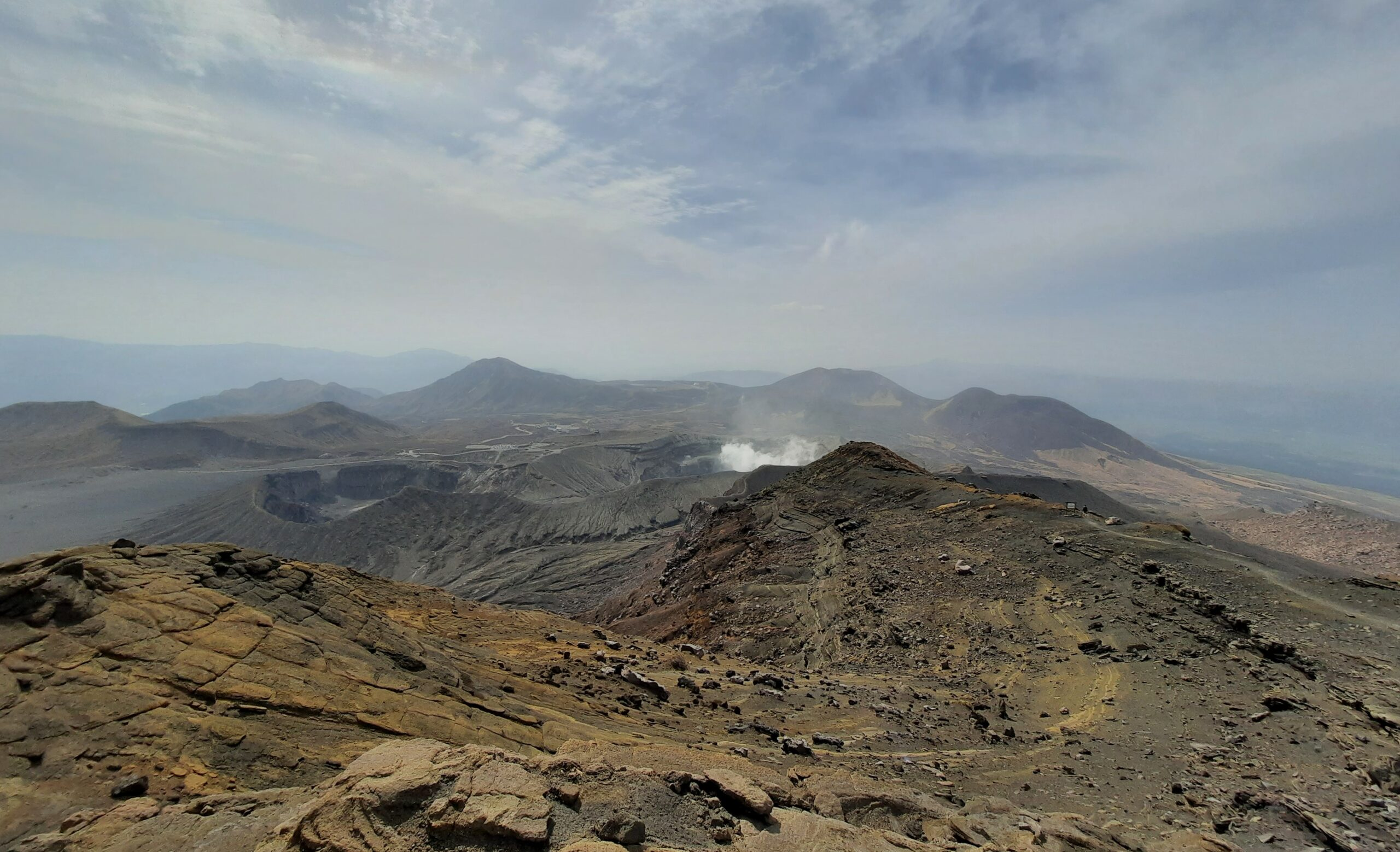 vulkanische Landschaft des Berg Aso