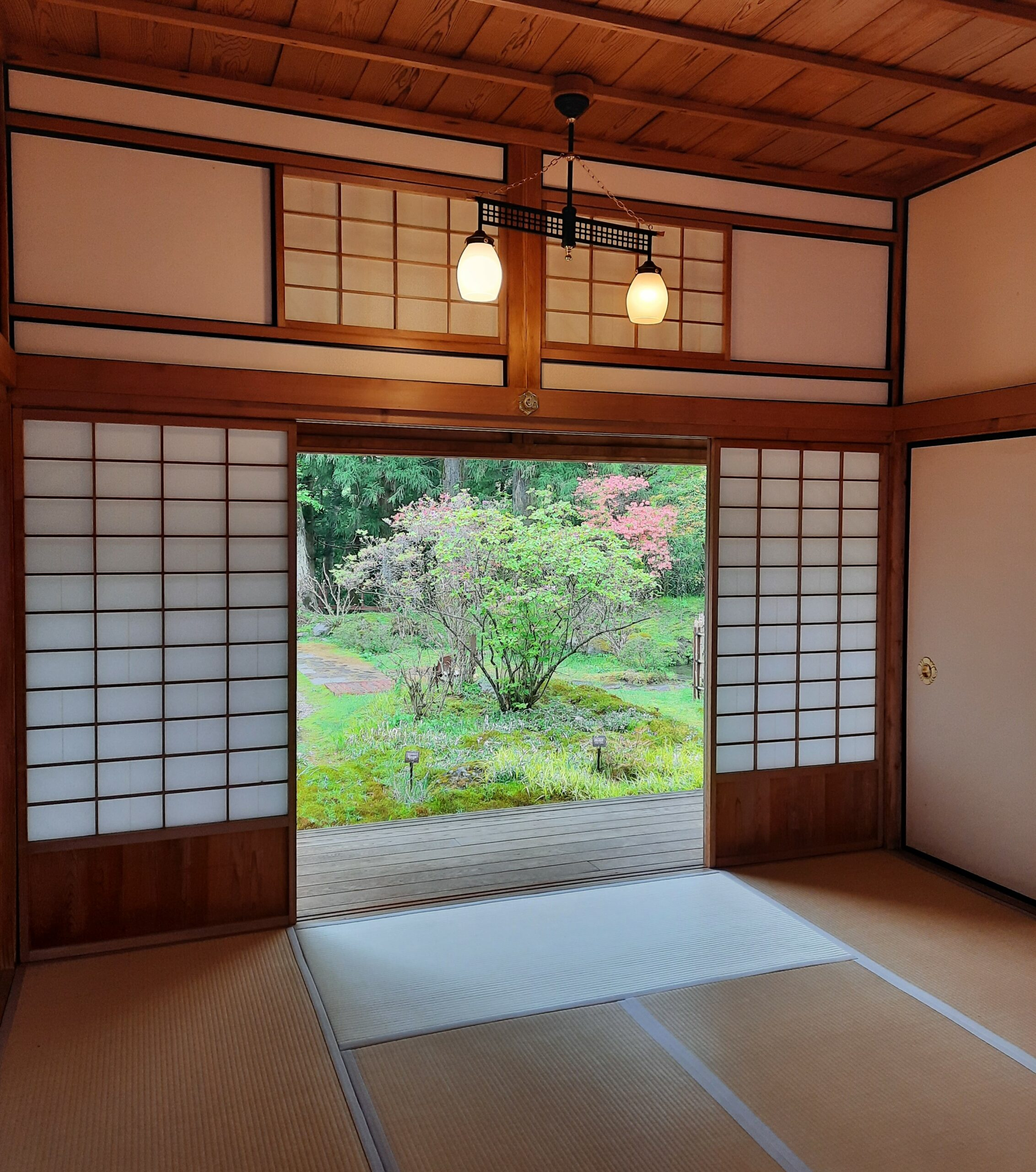 Tatami-Raum und Blick auf den Garten