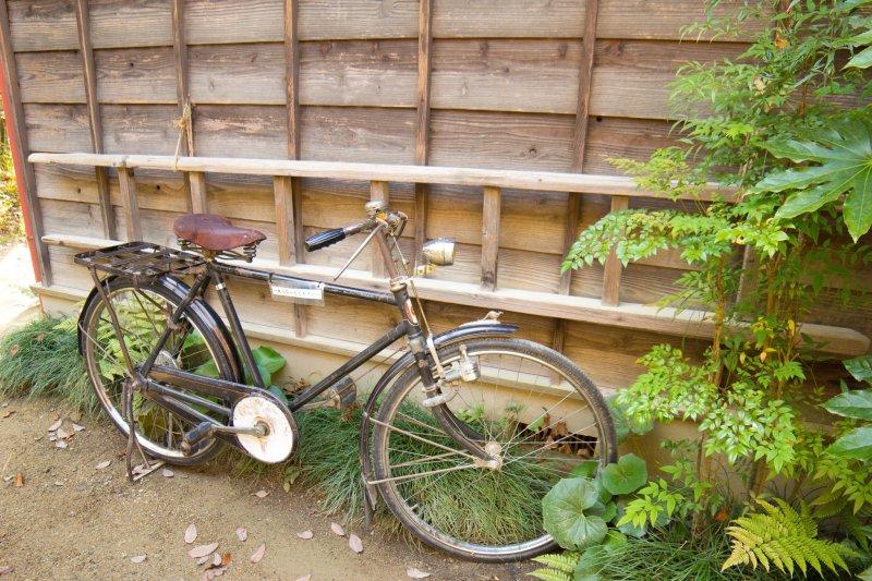 Selbst das Fahrrad des Vaters gibt es.