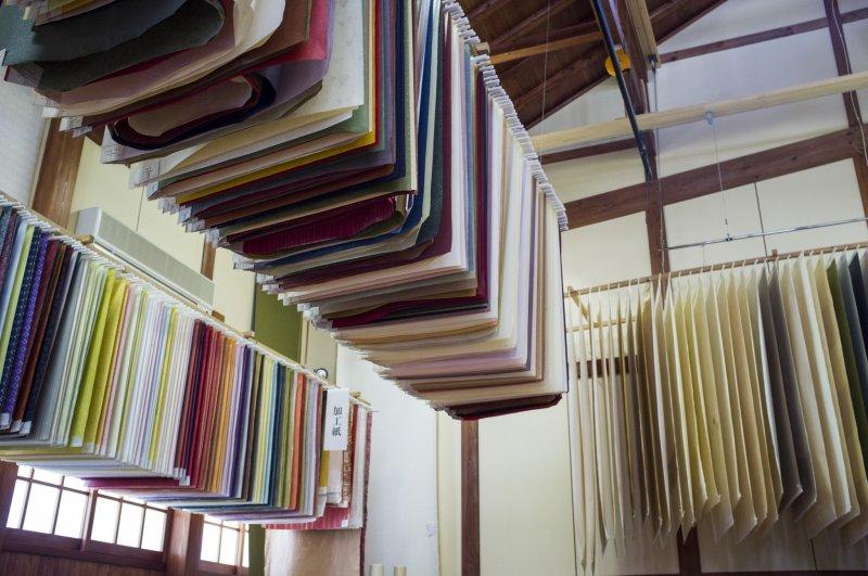 Im Washi Museum in Echizen findet man tausende von verschiedenen Papierbögen.