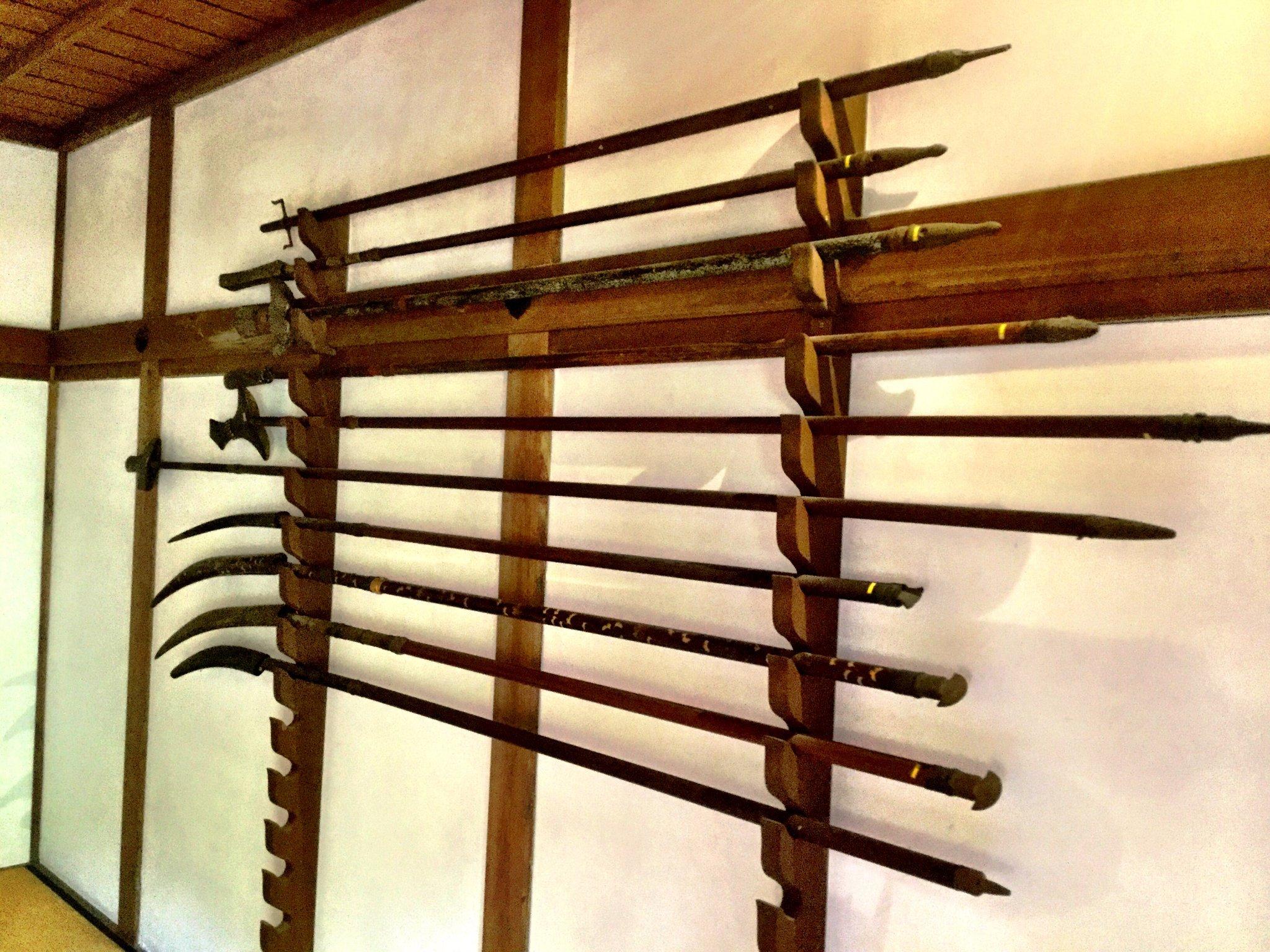 Ausgestellte Waffen zeigen, dass hier einst Samurai lebten.