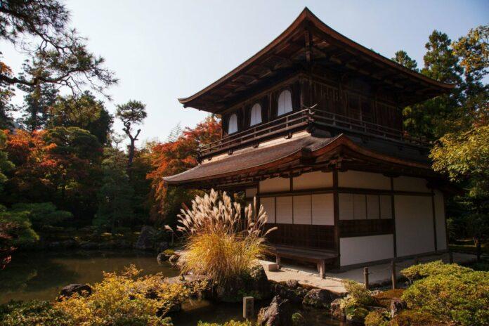 Ginkakuji (Silberner Pavillon) in Kyoto.