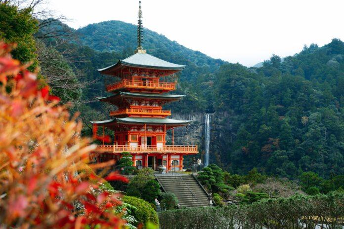 Der Nachi Wasserfall mit Pagode gehört zu den bekanntesten Motiven in Wakayama.