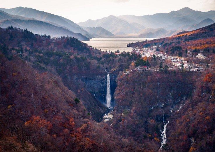 Blick auf den Chuzenji See und den Kegon Wasserfall