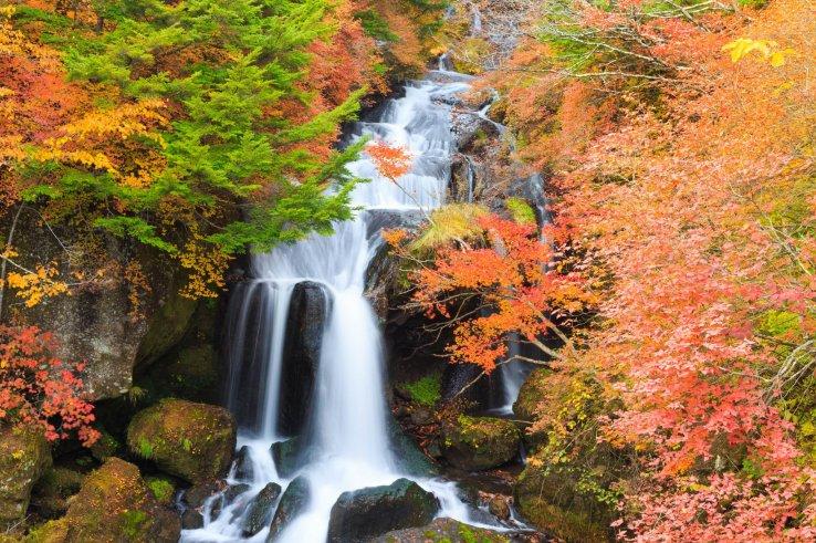 Ryuzu Wasserfall im Herbst