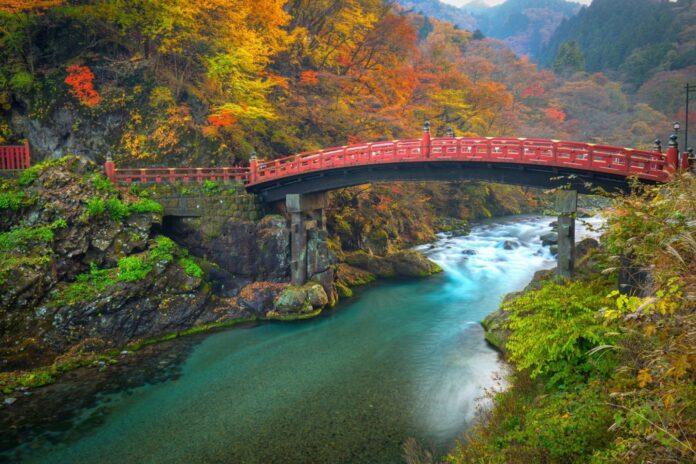 Präfektur Tochigi: Die Shinkyo-Brücke in Nikko