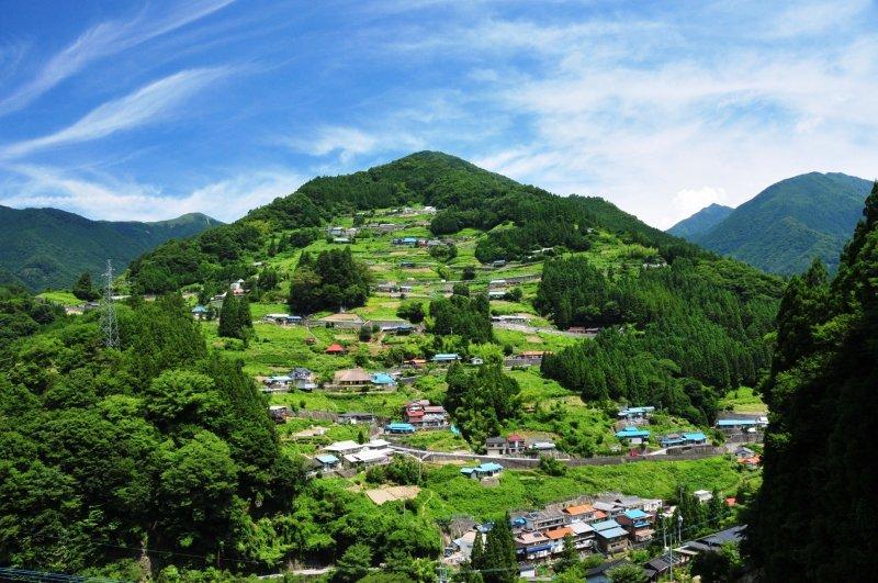 Das kleine Dorf Ochiai mitten in Tokushima.