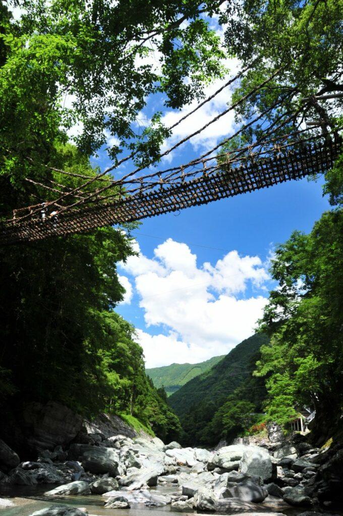 Kazurabashi-Brücke im Iya Tal.